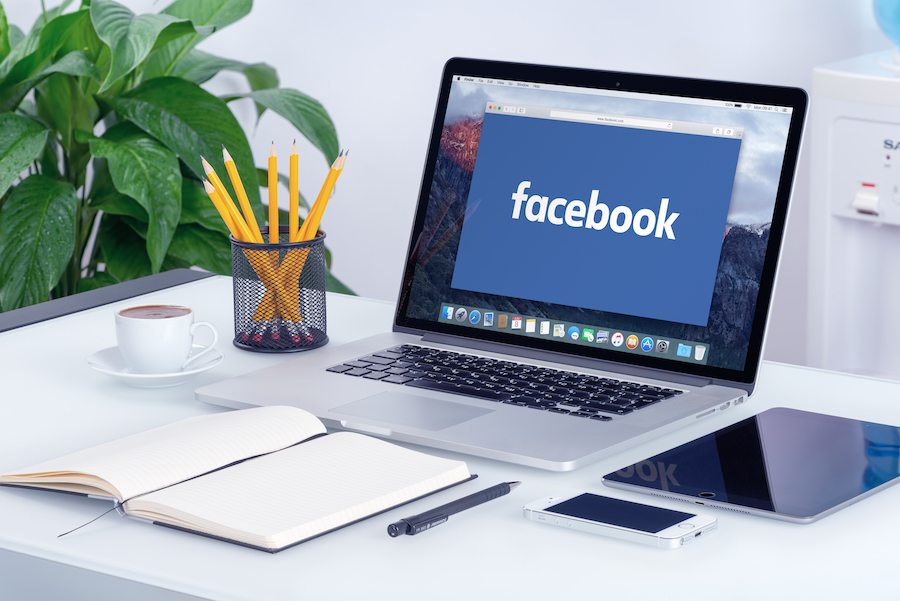 bigstock-facebook-new-logo-on-the-apple-95497082.jpg